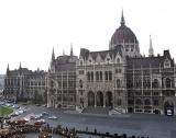 Унгарският регулатор глоби 11 банки
