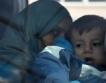 """""""Бедни"""" бежанци ползват частни самолети"""