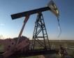 Голямо хранилище за суров петрол унищожено