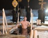 Путин в ледените води на ез.Селигер /снимки/