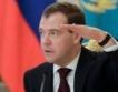 Руският премиер Медведев пристигна в България