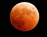 Огромен кратер се е отворил на Луната