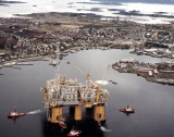 Азербайджан добива 776 000 барела петрол