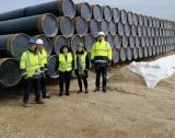 Министър Петкова инспектира доставката на тръби за връзката с Гърция