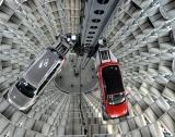 VW спира заводи