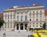 Виена: Зелени лежанки в Museums Quartier