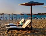 Гърците отново на плаж и църква