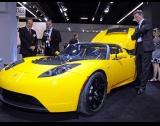 Тесла изтегля коли от Китай
