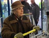 Бедните пенсионери намаляват